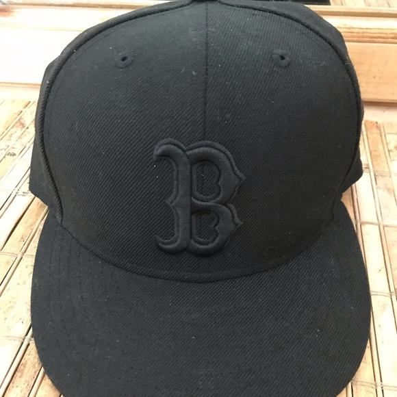 4dbbc73384c Boston Red Sox New Era MLB Blackout 59FIFTY Hat. M 5c080ec504e33d648b8e86a2